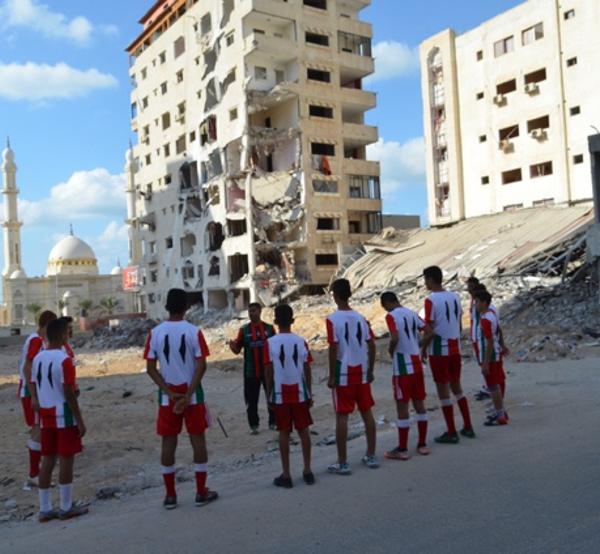 Increíble hazaña: Cómo se gestó que la academia de fútbol en Gaza recibiera sus primeras camisetas de Palestino